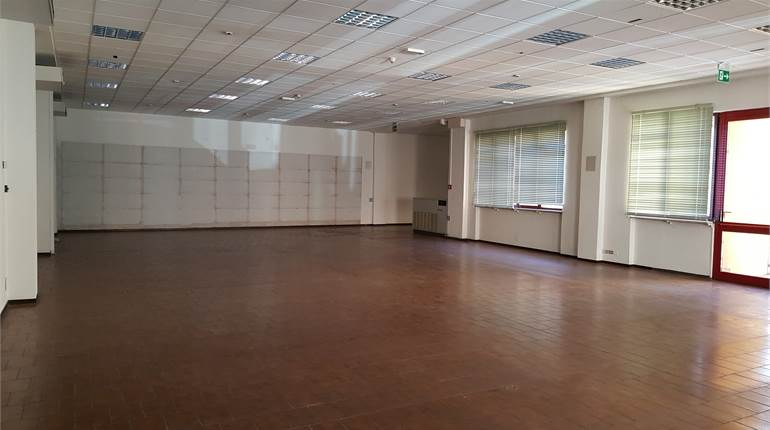 Office for rent in Novara